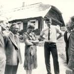Agronomų seklyčios renginys Niūronyse 1989 m. gegužės 17 d. Prie rašytojo J. Biliūno tėviškės sodybos stovi (iš kairės): Antanas Būdvytis - Lietuvos žemdirbystė instituto direktorius, Antanas Puodžiukas, Ona Simanavičienė, Virmantas Velikonis, Vytautas Pupeikis. A.  Dilio nuotr.