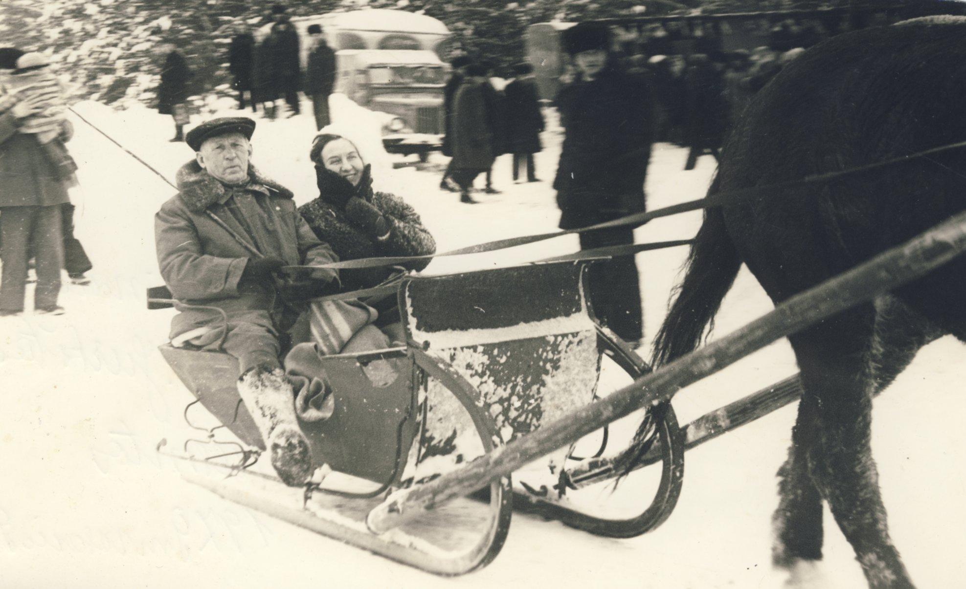 Petras Vasinauskas ir Teresė Mikeliūnaitė Arklio muziejaus žiemos šventėje Niūronyse. Arklio muziejaus nuotr.