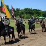 """Žygio dalyviai """"Bėk bėk, žirgeli"""" parade 2015 m. birželio 6 d. M. Karčemarsko nuotr."""