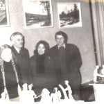 S. Račkaitytė, J. Kazlauskas, M. Telksnytė ir V. Račkaitis liaudies meno parodoje.