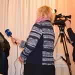 Sėkmingiausią 2017 m. tradicinę amatininkę kalbina LRT žurnalistai. M. Karčemarsko nuotr.
